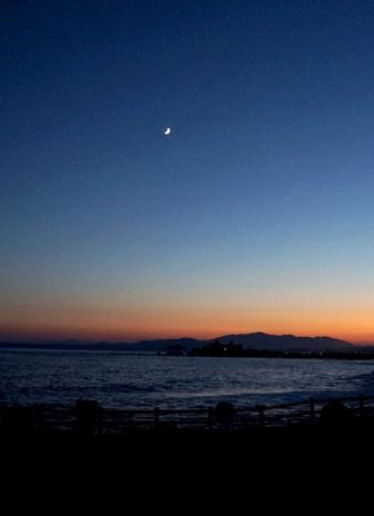 気仙沼の琴平神社様からの月